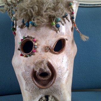 Masque – Argile ficelle perles